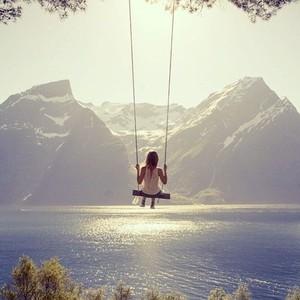 这些一个人旅行的照片,勾起你独自上路的欲望