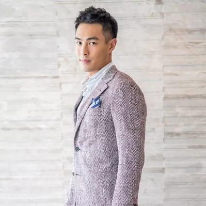 杨祐宁私下里是个青春大男孩,还买了只适合夏天的手拿包!