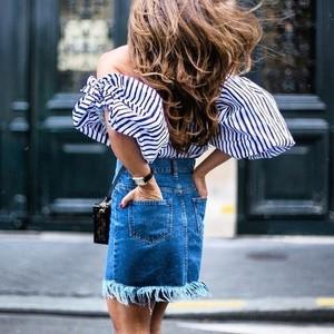 小姑娘,你穿牛仔裙的样子迷人的狠呐!