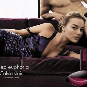 "Calvin Klein全新""Deep Euphoria""迷情瑰丽女士香氛广告大片全球首发  大片由代言人Margot Robbie担纲"