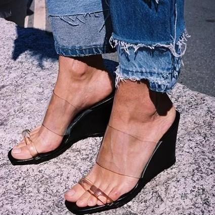 既不想受高跟鞋的罪还想显腿长,赶紧换上坡跟鞋啊!