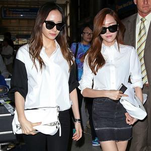 最近圈中流行黑白配,韩国最会穿姐妹花亲身教你这么穿就对!