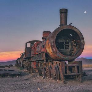 玻利维亚有全世界最美的火车残骸