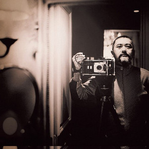 巩俐背台词的照片竟然价值三百多万?这个摄影师演起戏来也是无人能及!