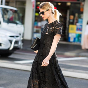 当马思纯穿上黑色蕾丝裙,妩媚优雅地让人太心动!