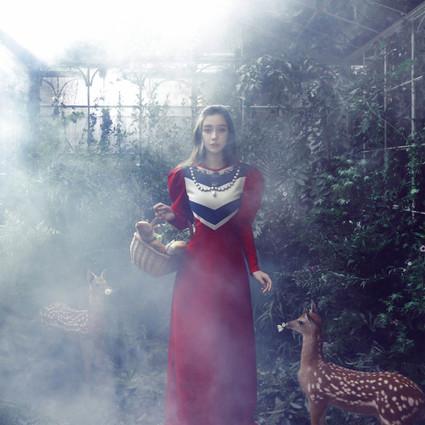 Angelababy不仅有白马王子,她还让童话故事里的所有公主都苏醒了!