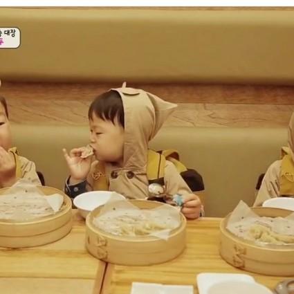 萌娃吃货:吃得这么动情,有没有这么好吃啊!