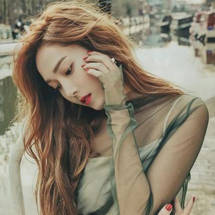 这里有个姑娘叫Jessica,她的麻花辫消暑又减龄