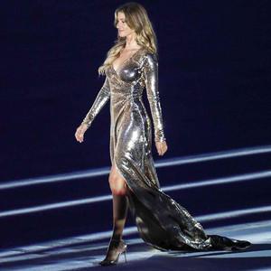 一条开衩裙,巴西女神穿它征服了里约还有全世界!