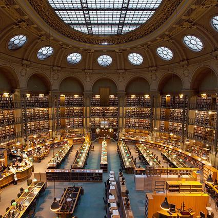 走过百年岁月的剧院,摇身一变华丽图书馆