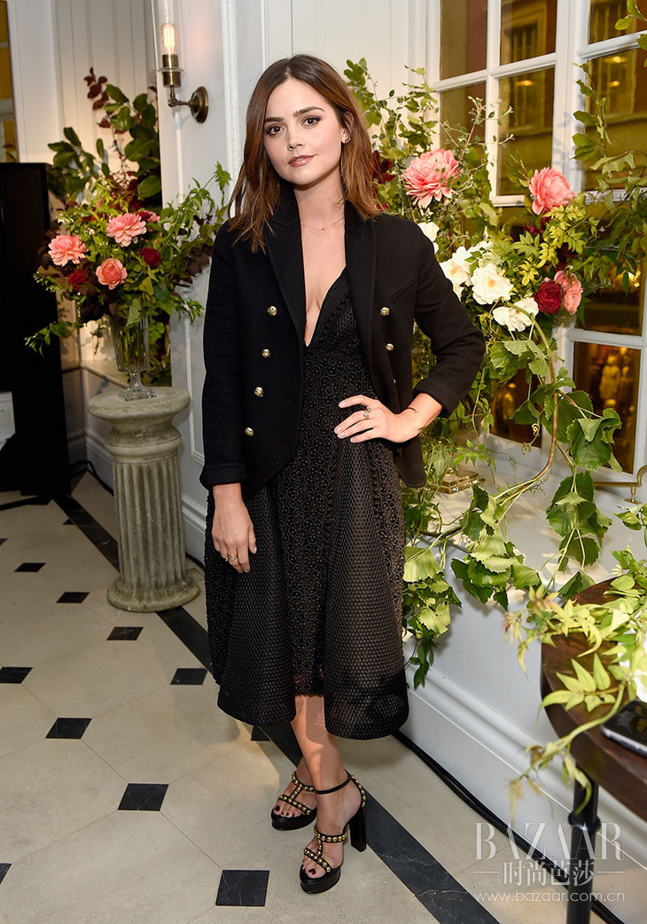 Jenna-Coleman-wearing-Burberry-at-an-event-to-celebrate-the-launch-of-My-Burberry-Black