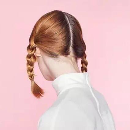 看Angelababy的新发型,原来和少女最配的是双辫编发!