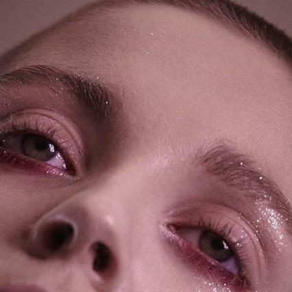 就算不能拥有像她们一样水汪汪的大眼睛,也要get同款紧致无皱的眼部肌肤