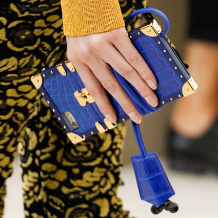 LV的手机壳开售了,巴黎世家的毛巾该上阵了!没有它们还敢说自己时髦?