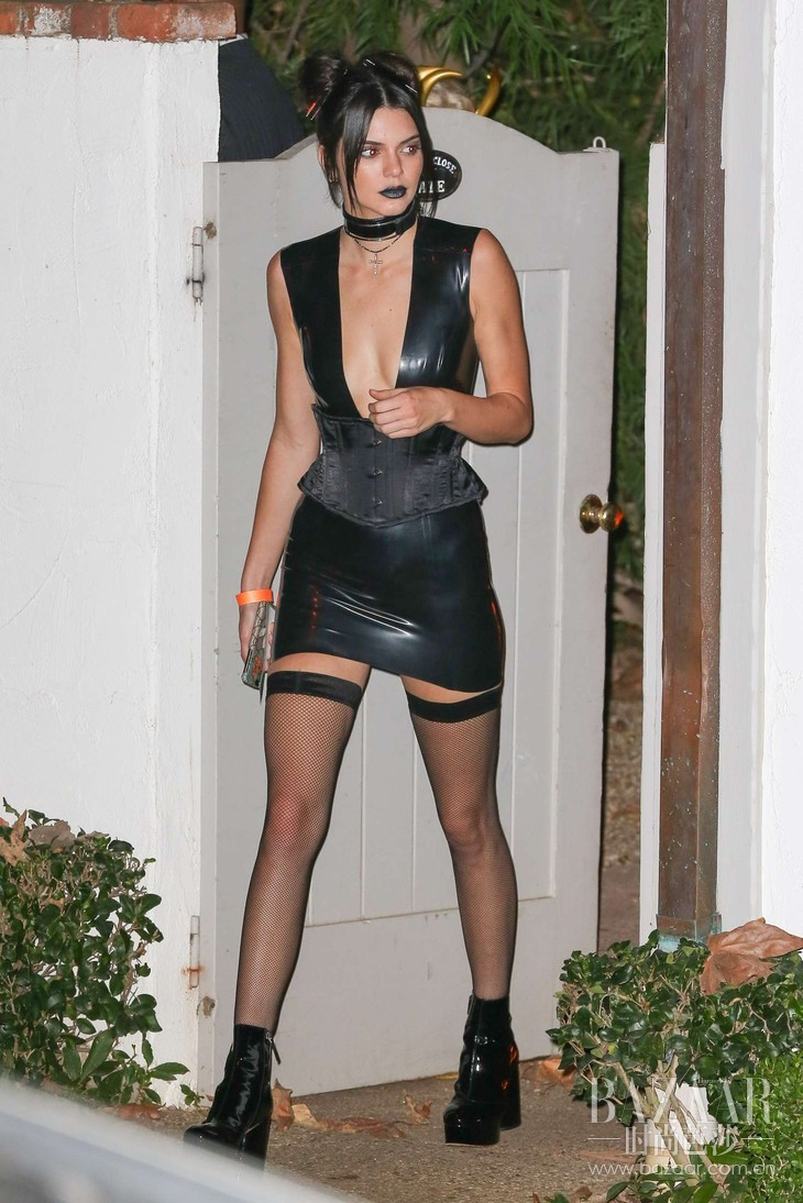 Kendall-Jenner--Kate-Hudsons-Halloween-Party--a goth chick