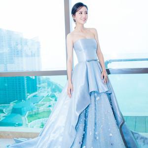 佟丽娅穿蓝色蓬蓬裙是要去做花仙子?春春黑白配上台自带闪光灯