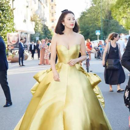 每日星范 | 张雨绮 认识70天说嫁就嫁,听说穿得美的人都这么有种!