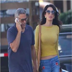 每日星范 | Amal Clooney 让人妻走路带风的刺绣牛仔裤!