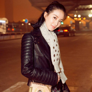 每日星范 | 刘诗诗 美国13岁少女训练用的猫跟鞋,却被她拿去凹造型!