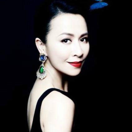 把生活过成电影,却又再电影里找到人生,艾服之年的刘嘉玲仍在书写传奇