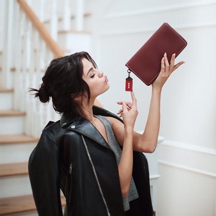 COACH宣布Selena Gomez成为品牌新一任全球形象代言人