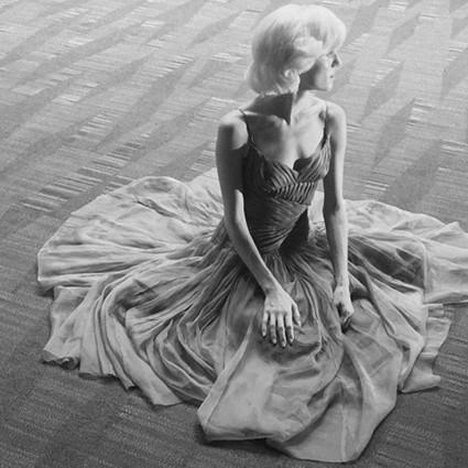 悬疑恐怖又浪漫的Prada见过吗?《回顾向前》带你做一场不可思议的梦!