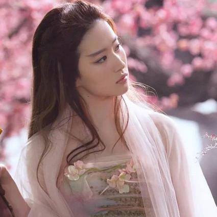 没包袱,很随性,美了十四年的刘亦菲就是只想做自己!