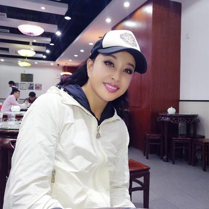 结4次婚,58岁嫁豪门,将出演美剧版武则天,刘晓庆把自己活成了传奇!