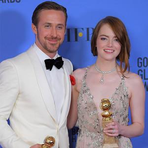 石头姐获得金球奖最佳女主,前男友高兴得又献吻又鼓掌!