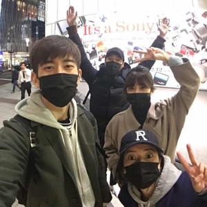 高圆圆贾静雯带老公组团游东京,古巨基带老婆去迪士尼,情人节明星都这么秀恩爱!
