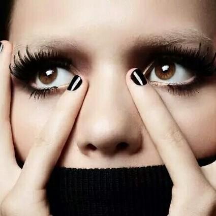 我美我先来!又学一招明星同款的美睫自拍术!