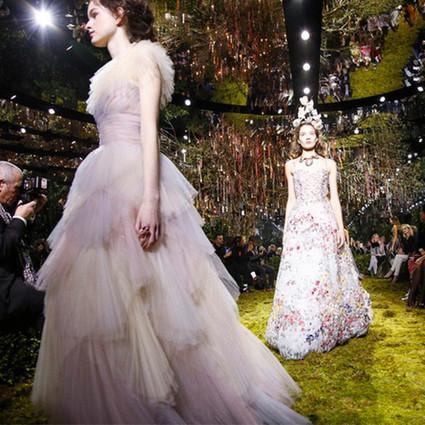 Dior 2017高订大秀带你走入花园迷宫,好在有美成仙的女郎来领路~