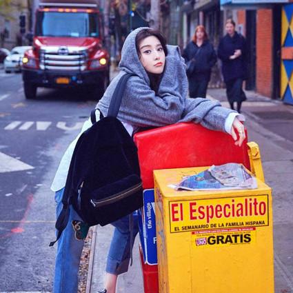范冰冰街头风俏皮时髦,周冬雨、小K告诉你女人如何又酷又美?!