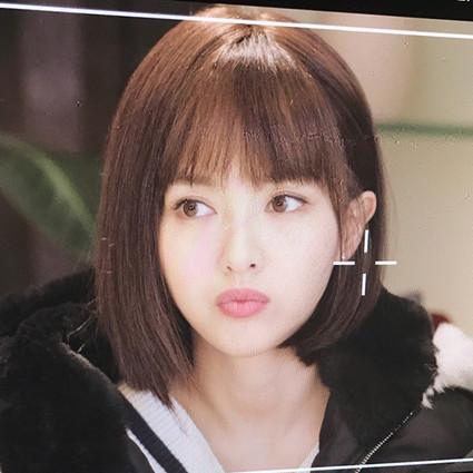 谁不夸唐嫣的新发型美!齐刘海的神秘力量你感受到了吗?