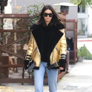 """从啃豆到志玲姐姐,甜酷少女都爱""""羊羔毛外套+牛仔裤""""的快速出街法!"""