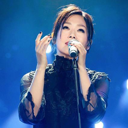 前男友为她写歌,现男友为她打鼓,林忆莲唱的是每个人的青春!