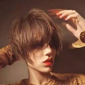 不会自己做造型,剪不剪短发都一样吃藕!