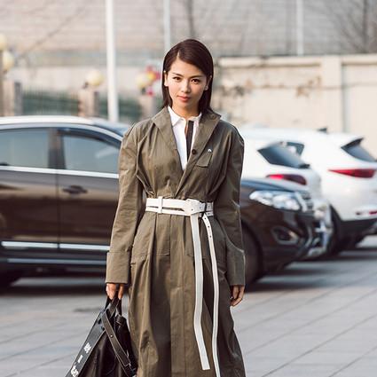 看见刘涛这么系腰带,我就知道那些难穿的风衣终于不用压箱底了~