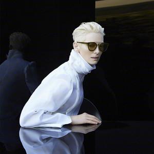 """景甜黑白Dior仙裙美无瑕;张柏芝重返18""""惹哭""""李晨~Tilda真女王自带聚光灯!"""
