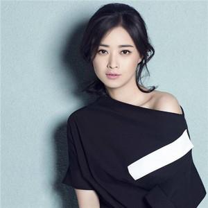 每日星范 | 蒋欣 修身的耗不费力,就因为选对了一条连衣裙!