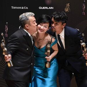57岁惠英红拿影后,63岁曾志伟再得奖,香港电影是否真的暮年?