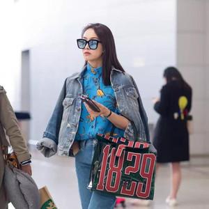 每日星范 | 宋茜 的包包是让你看穿的时髦,你的包也需要这种通透劲儿!