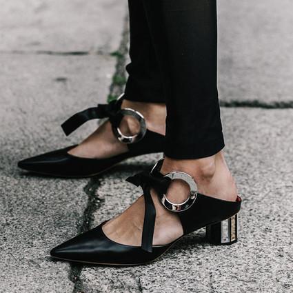 输颜值输身材也没在怕,鞋跟够特别你可以赢在脚下!