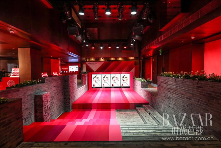 臻红显色馆舞台1
