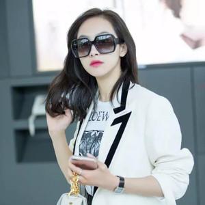 每日星范 | 宋茜 的白西装不只能穿出女神感,更是炎热夏天里的防晒利器!