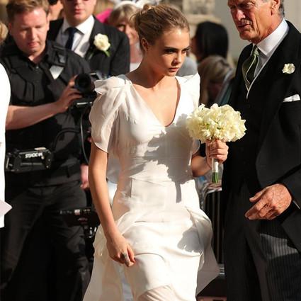别跟闺蜜闹掰来成全你的美,谁说婚礼中伴娘只能丑!
