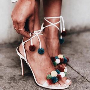 求你别再穿小白鞋了,这些好看的凉鞋正在等着你!