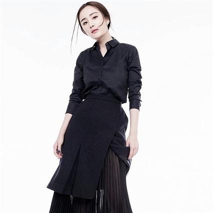 想要穿得时髦不费力,杨幂的设计感半裙是你需要Get的制胜法宝!
