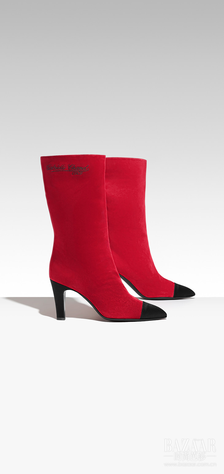 G33119-Y51214-C0924--Boots-in-red-suede-and-black-satin