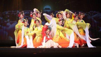 融合了京剧的中国古典舞《百花齐放》